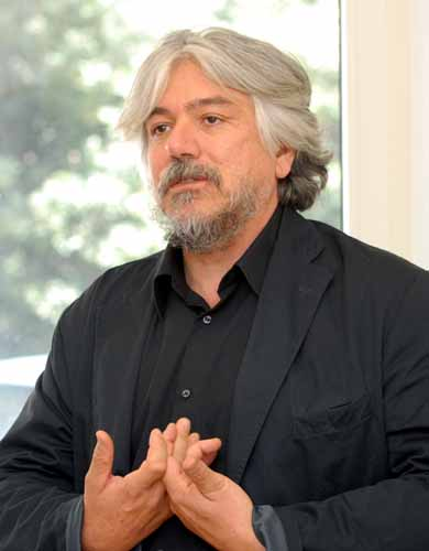 http://www.unica.it/UserFiles/Image/News/2008/carta2/foto_cogotti_07_meluzzi.jpg